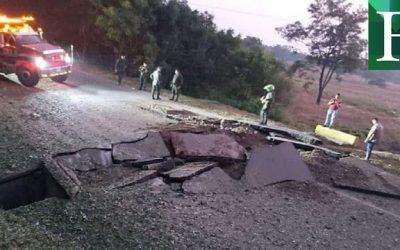 Cierran carretera  en Colombia tras la activación de un explosivo