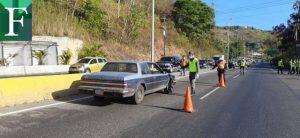Militares, policías y milicianos con tapabocas controlan los accesos a Caracas