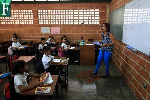 Estudiantes regresarán a las aulas de clases a partir de marzo