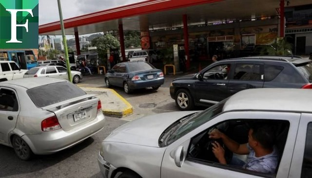 Colas e incidentes por fallas en el repostaje de gasolina iraní