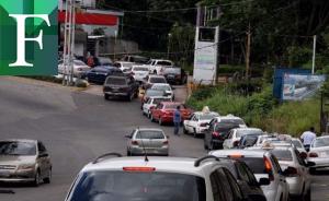Gasolina recién llegada a Venezuela duraría un mes
