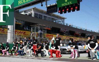 Hamilton y otros pilotos se arrodillan contra el racismo en Austria