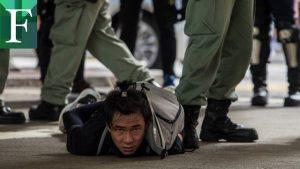 Miles de manifestantes, centenares detenidos y una nueva ley sacuden a Hong Kong