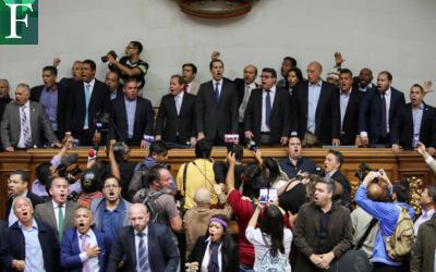Maduro indulta a un centenar de personas a cambio de candidaturas