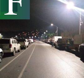 Venezolanos madrugan intentando surtirse de gasolina