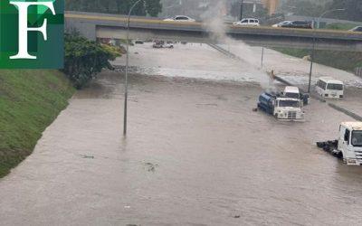 Aguacero causó inundación en el Distribuidor Altamira