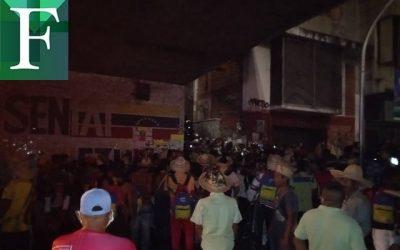 Reportan situación irregular en Puente Llaguno tras llegada de indígenas