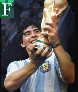 Proponen que Maradona aparezca en billetes y sellos postales