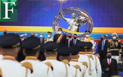 """""""Recuperar el Estado de bienestar socialista""""pidió Maduro a los militares en el desfile"""