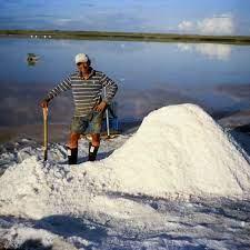 En Las Casitas de Pampatar sobreviven gracias a la extracción de sal