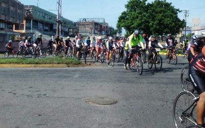 Ciclistas rodaron a la municipalidad y entregaron proyecto en ausencia del Alcalde