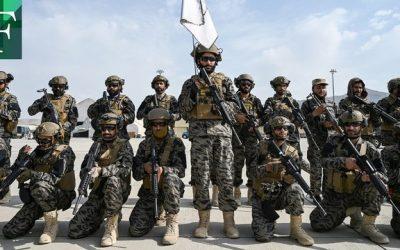 Tras la retirada de EE. UU. los talibanes desfilan triunfantes en el aeropuerto de Kabul
